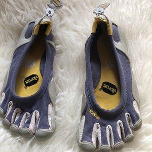 Sz 38 women's Vibram finger toe shoes